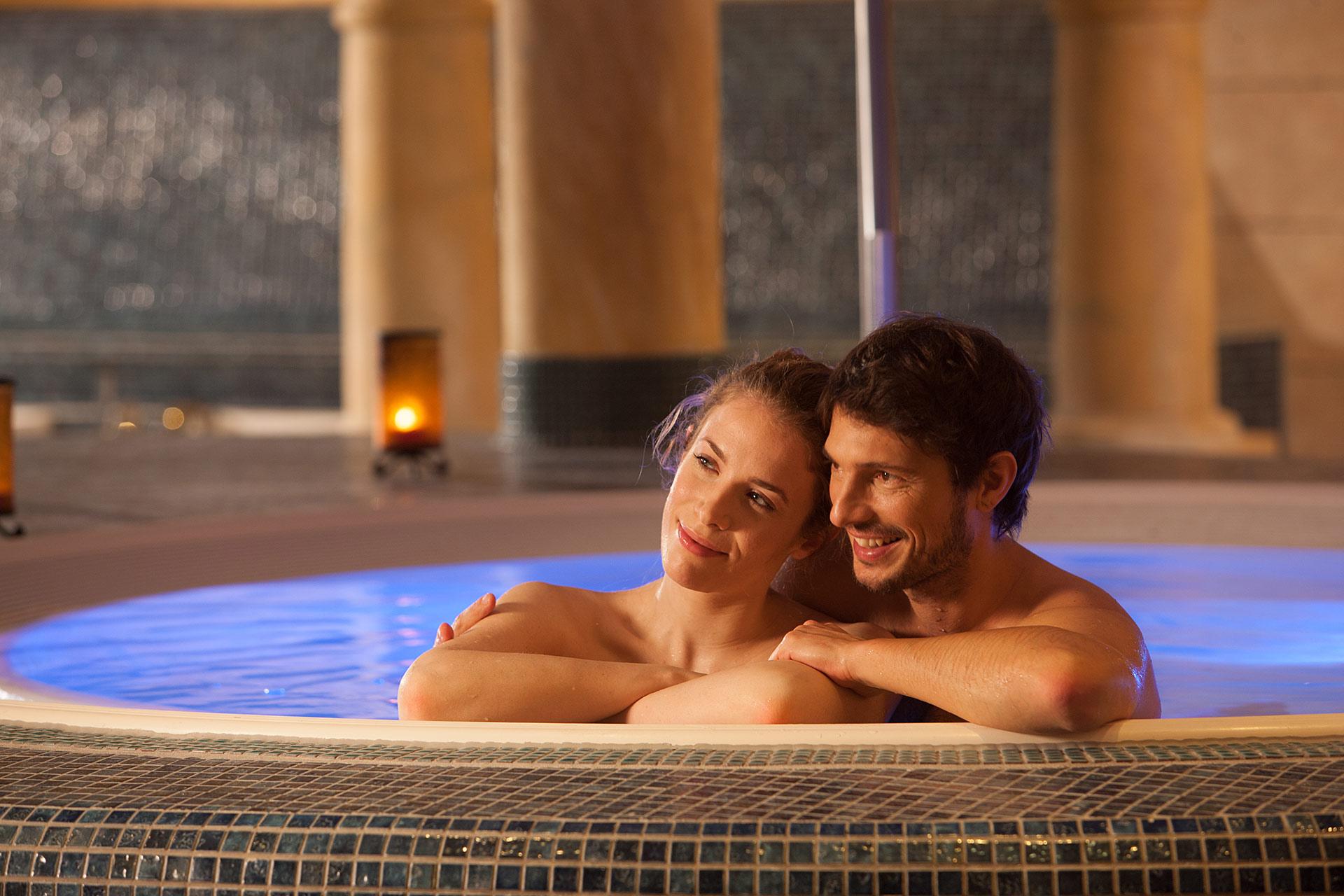 sauna therme wellness massagen und saunaparadies. Black Bedroom Furniture Sets. Home Design Ideas